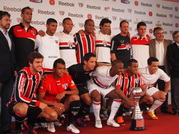 469351 uniformes são paulo 4 Uniforme do São Paulo 2012 2013