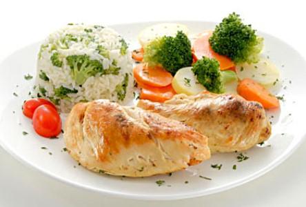470951 Prefira carnes brancas verduras e legumes Alimentos para quem tem gastrite – dicas