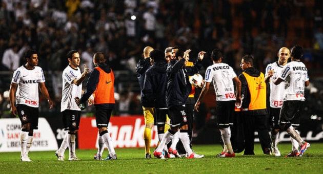 471324 lances corinthians santos 20120620 07 size 598 Corinthians vence Santos e segue para final da Libertadores