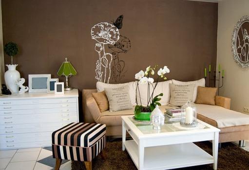 Decora o de sala com parede marrom dicas fotos for Muebles para sala de estar pequena