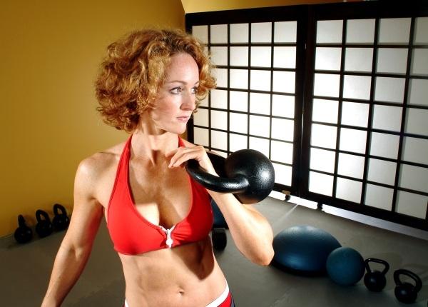 472916 SARAHLURIE Exercícios básicos de Kettlebell