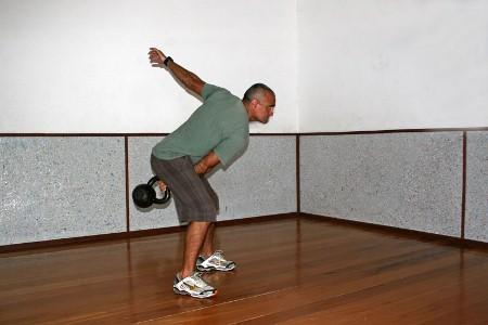 472916 a2 Exercícios básicos de Kettlebell
