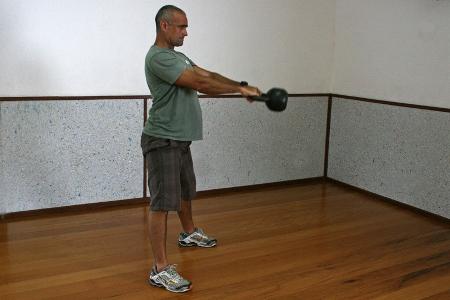 472916 b2 Exercícios básicos de Kettlebell