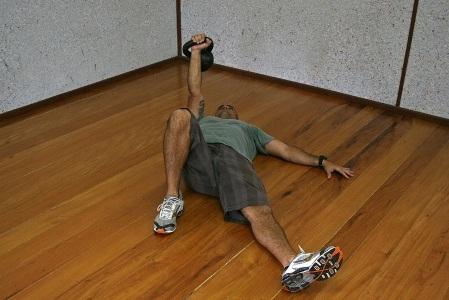 472916 c2 Exercícios básicos de Kettlebell