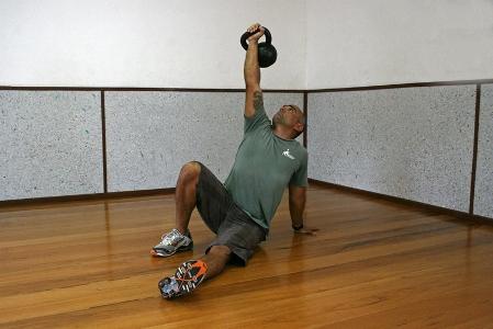 472916 c3 Exercícios básicos de Kettlebell