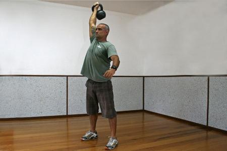 472916 c6 Exercícios básicos de Kettlebell