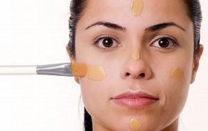 Maquiagem para pele oleosa: cuidados, dicas