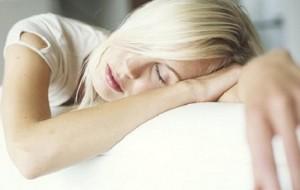 Dormir pouco aumenta desejo por alimentos calóricas