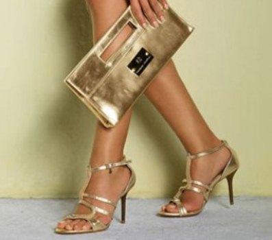 478527 Combinar a sandália com a bolsa é uma excelente opção Cópia Vestido e sandália de festa: como combinar, dicas