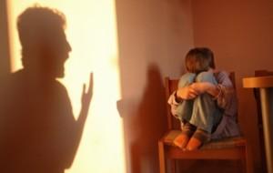 Punições físicas aumentam chance de distúrbios mentais na vida adulta
