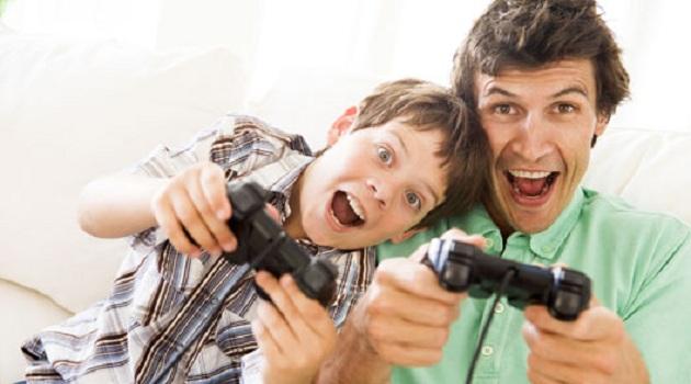 479579 Filho e Pai Video Game Educadores usam videogame para incentivar alunos
