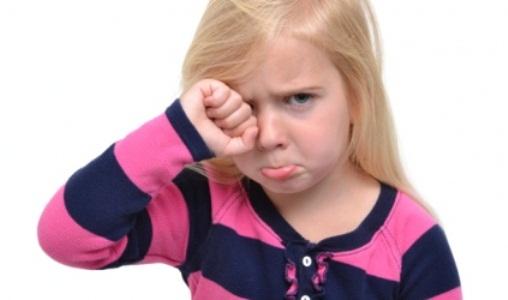 479750 A criança portadora de SAF pode apresnetar tanto alterações de comprtamento quanto faciais. Síndrome do alcoolismo fetal: o que é
