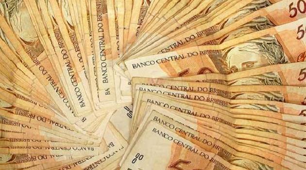 479984 size 590 notas de cinquenta reais Atividade do comércio registrou alta de  7,6% no 1º semestre