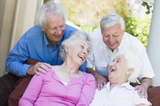 481293 Riscos de fraturas em idosos podem diminuir com maior ingestão de vitamina D 1 Riscos de fraturas em idosos diminui com maior ingestão de vitamina D