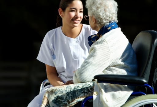 481293 Riscos de fraturas em idosos podem diminuir com maior ingestão de vitamina D 2 Riscos de fraturas em idosos diminui com maior ingestão de vitamina D