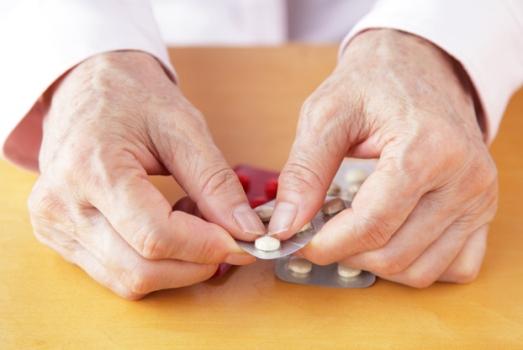 481317 50 dos pacientes erram ao tomar remédios 50% dos pacientes erram ao tomar remédios