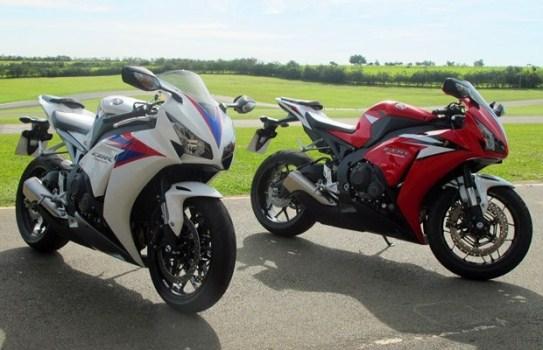 484525 A versão esportiva está disponivel nas cores branca preta e vermelha. Nova CBR 1000 RR, preços, fotos