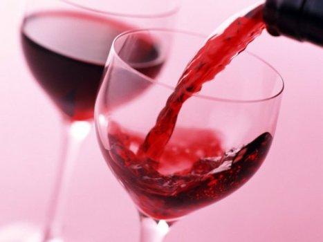 484888 Uma taça de vinho por dia ajuda a proteger os ossos 2 Uma taça de vinho por dia ajuda a proteger os ossos