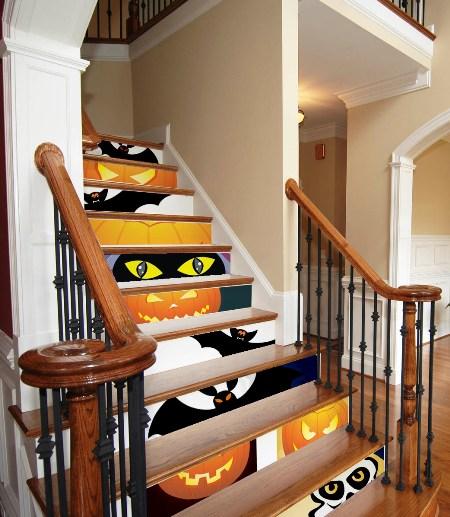 Decora o criativa para a escada ideias for Puertas decoradas de navidad trackid sp 006