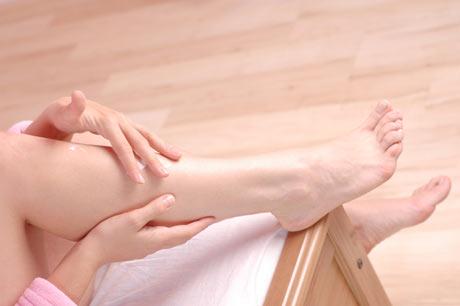 487242 Para ter pernas livres de varizes é preciso ter uma alimentação saudável. Alimentos que ajudam no tratamento das varizes