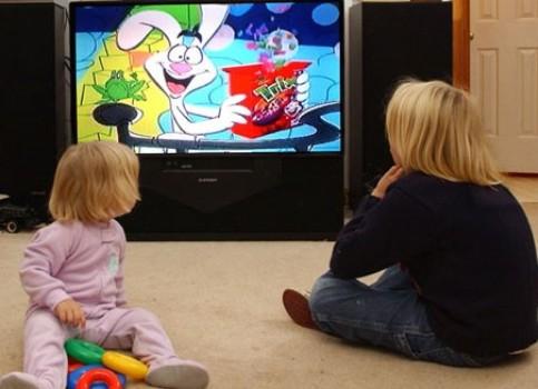 488288 Crianças que assistem muita televisão tem mais facilidade para engordar 1 Crianças que assistem muita televisão tem mais facilidade para engordar