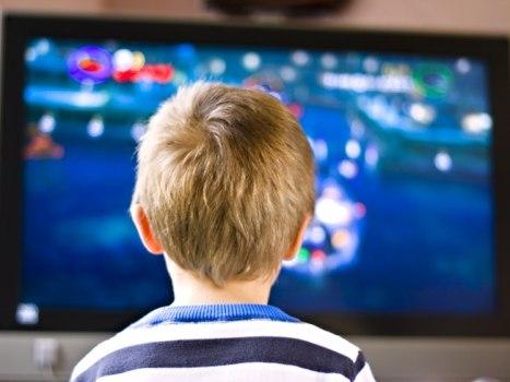 488288 Crianças que assistem muita televisão tem mais facilidade para engordar 2 Crianças que assistem muita televisão tem mais facilidade para engordar