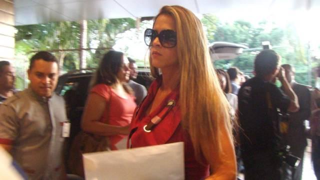 488852 lou2 Cai na net Vídeo de Denise Leitão Rocha Furacão da CPI