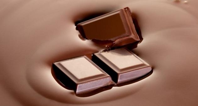 489506 Comer chocolate em quantidades regulares ajuda a emagrecer 1 Benefícios do chocolate para pele: quais são