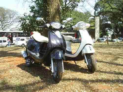 489743 Moto de Nina Novela Avenida Brasil Scooter LON V 125 000000000 Moto de Nina Novela Avenida Brasil   Scooter LON V 125