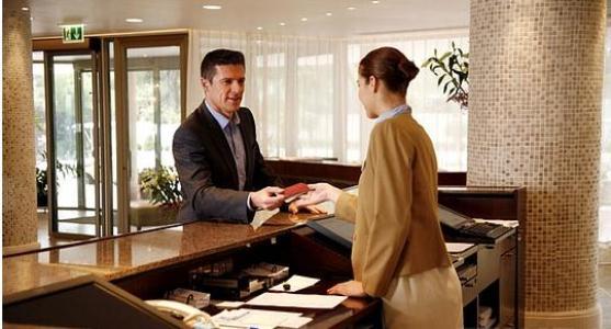 490295 O curso de Recepção e atendimento é uma ótima opção para quem trabalha em empresas e hotéis Curso gratuito de Recepção e atendimento 2012 – Via rápida