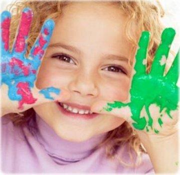 492269 Incentive os pequenos a realizar pinturas. Educação infantil: sugestões de atividades na volta às aulas