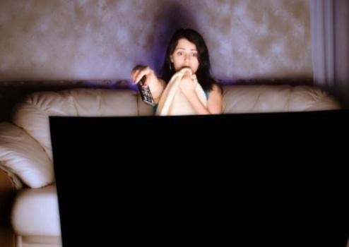 492497 Muito tempo exposto a TV e ao computador à noite eleva risco de depressão 2 Muito tempo exposto a TV e ao computador à noite eleva risco de depressão