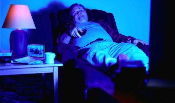 492497 Muito tempo exposto a TV e ao computador à noite eleva risco de depressão 3 Muito tempo exposto a TV e ao computador à noite eleva risco de depressão