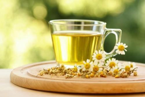 492529 O chá de camomila ajuda a clarear as madeixas Receitas naturais para clarear os cabelos