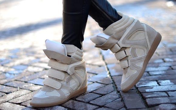 492983 O sneraker possui um aspecto esportivo eao mesmo tempo de eleg%C3%A2ncia. Sneakers Isabel Marant: preços, onde comprar