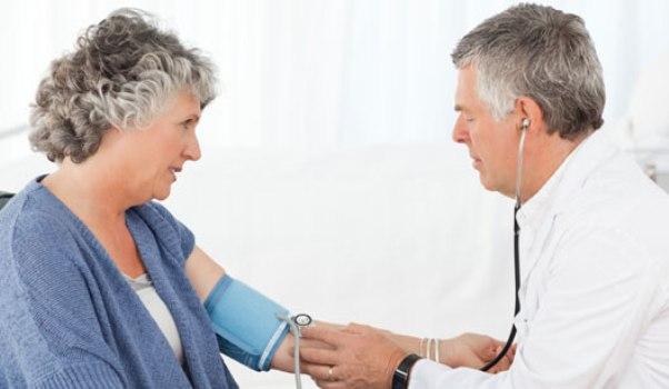 493233 Um em cada quatro idosos tem doenças cardíacas sem diagnóstico Um em cada quatro idosos tem doenças cardíacas sem diagnóstico