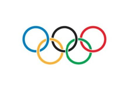 493612 A bandeira olimpica com os 5 anéis olimpicos foi criada por Pierre Coubertin Curiosidades sobre as Olimpíadas
