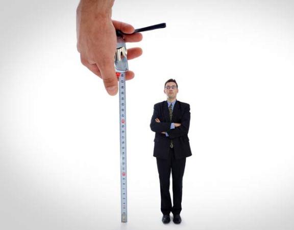 493793 Os homens com menos de 170m estão abaixo da média nacional. Roupas para homens baixinhos: dicas