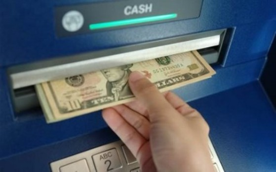 493830 Medida do CMN autoriza troca de real por dólar em caixas eletrônicos 1 Medida do CMN autoriza troca de real por dólar em caixas eletrônicos