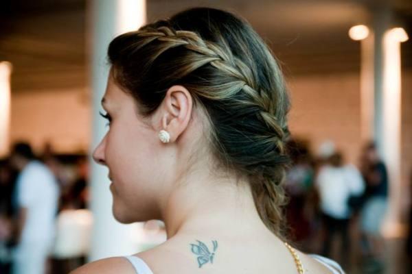 494226 As tranças são penteados românticos e sofisticados. Penteados para cabelo muito liso: dicas