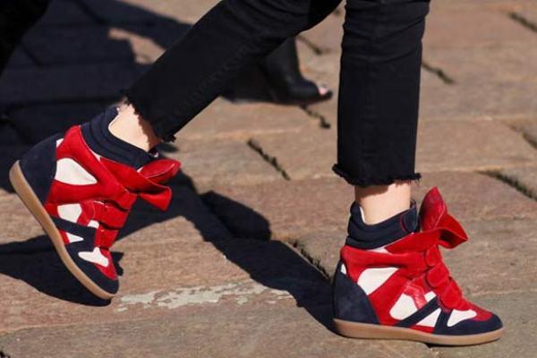 494317 Os sneakers viraram moda e vieram para ficar. Peças que não combinam com sneakers