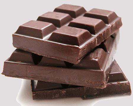 494498 O chocolate amargo %C3%A9 um dos aliemntos que auxiliam no bom desmpenho f%C3%ADsico. Alimentos que melhoram o desempenho fÍsico