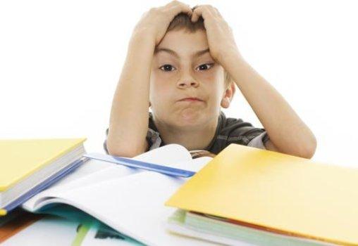 494572 O peso excessivo das mochilas escolares pode trazer consequ%C3%AAncias a sa%C3%BAde das crian%C3%A7as. 1. Mochila escolar: peso correto