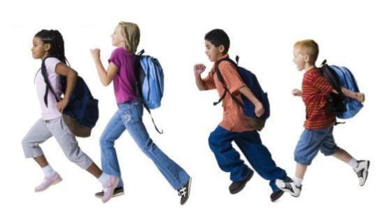 494572 Os pais precisam analisar o peso que os filhos carregam em suas mochilas escolares. Mochila escolar: peso correto