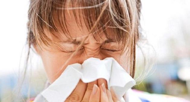 494663 mullher espirro alergia gripe 20110909 size 598 Alergia de mofo: o que fazer