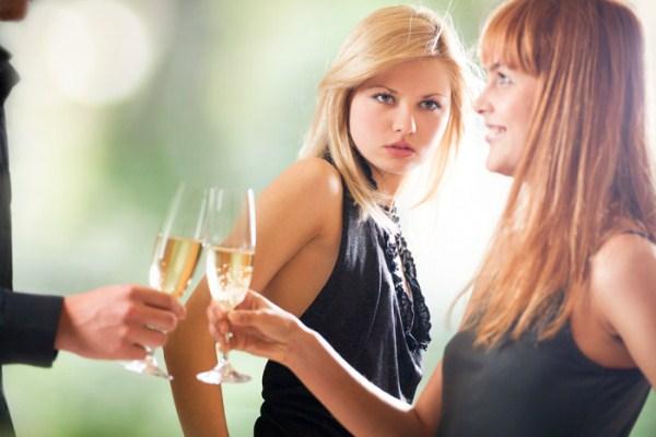 495257 A inveja pode causar problemas tanto para quem a sente quanto para quem é o alvo Amigos invejosos: como reconhecer