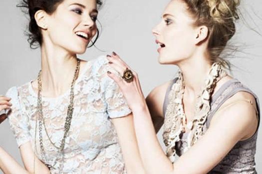 495414 O ideal é que as blusas de renda sejam o destaque do look. Roupas de renda: dicas para usar, fotos