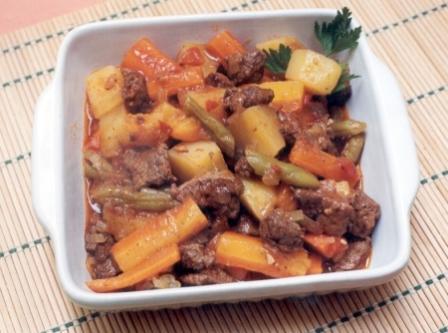 495963 ensopado carne legumes Ensopado de carne com legumes