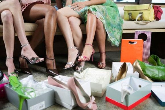 496096 Confira as novidades da coleção verão 2013. Tendências de calçados para o verão 2013