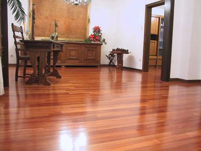 496768 piso de madeira Como limpar pisos de madeira, dicas